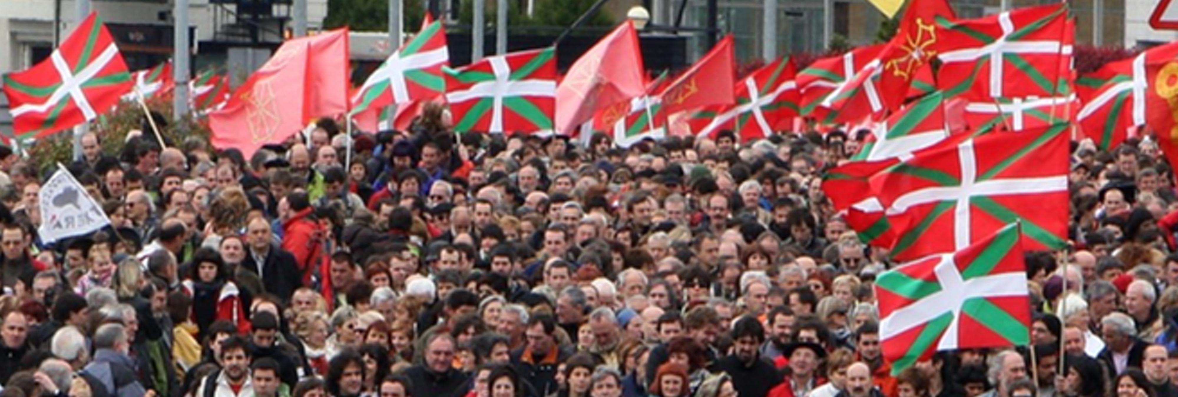 Bildu llama a PNV y Podemos a proclamar unilateralmente la 'República Confederal Vasca'