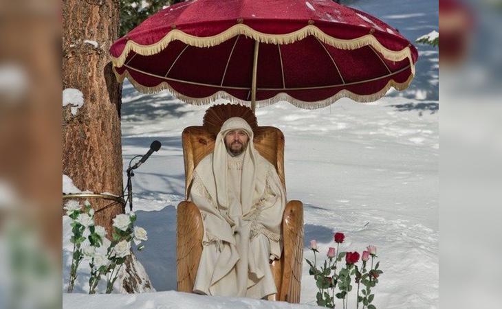 Dios Vissarion sentado en su trono
