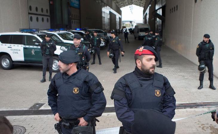 Miembros de las fuerzas de seguridad registraron el Centro de Telecomunicaciones
