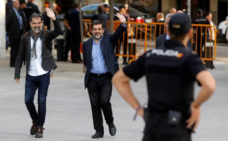 La detención de 'los Jordis' ha redoblado la presión sobre Puigdemont para que declare la República de Cataluña