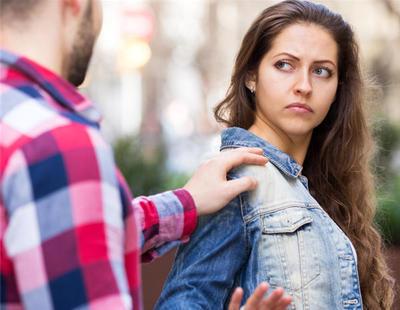 Francia pretende empezar a multar a los hombres que piropeen a las mujeres por la calle
