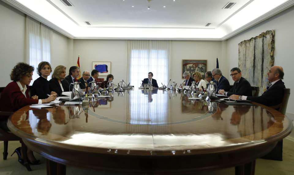 El Consejo de Ministros continúa debatiendo la aplicación del artículo 155 en Cataluña
