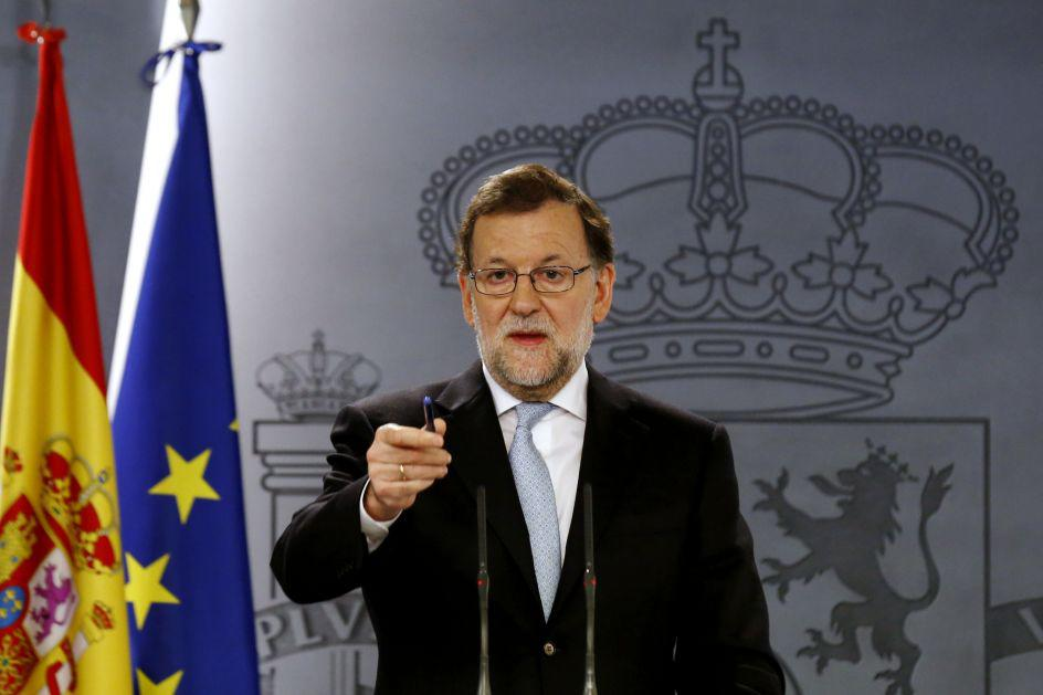 Rajoy comparece ante los medios para explicar cómo intervendrá Cataluña