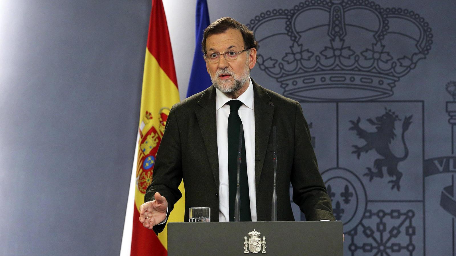 'Procedemos al cese del presidente, vicepresidente y consejeros del Govern catalán. Los ministerios asumirán las funciones'