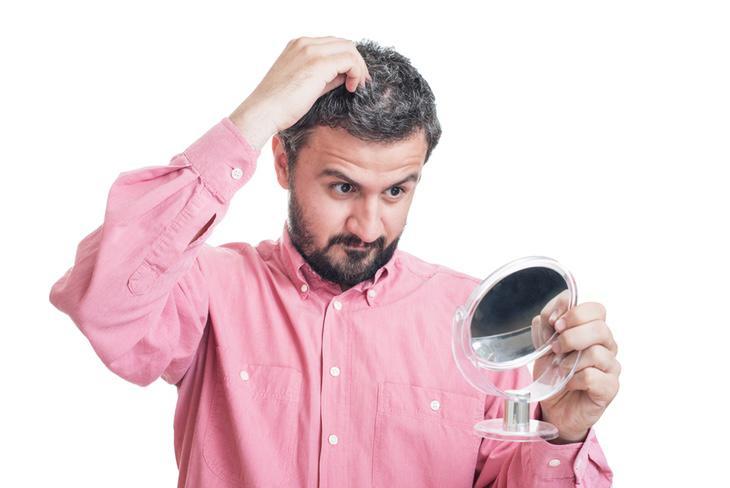 Edad y herencia, los facotres fundamentales en la aparición de cabellos blancos
