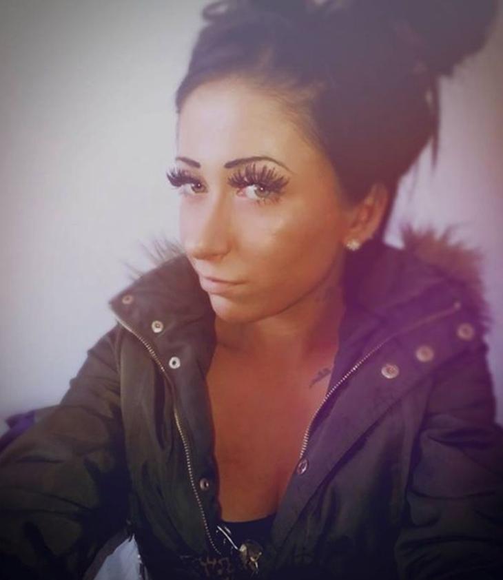 Zoe Warren dedicaba de dos a tres horas al día maquillándose para atraer a hombres, revelan fuentes cercanas