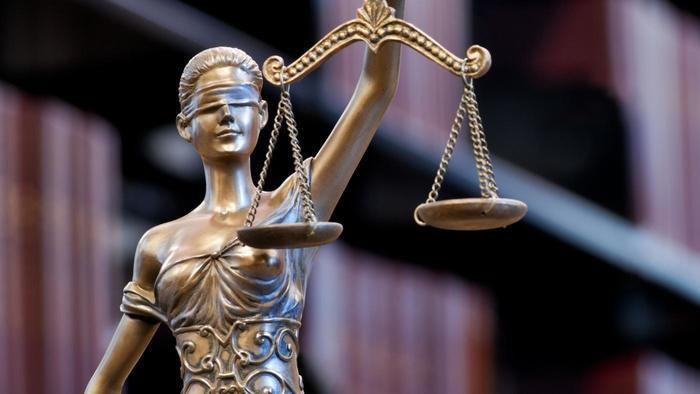 La ley considera que el adulterio debe ser castigado porque así lo ordena