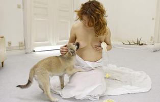 Inseminada por su perro, le amamanta tres meses y gana un premio