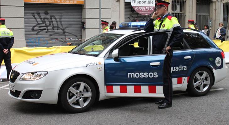 La patrulla de los Mossos se dirigió a la zona de inmediato y finalmente fue agredida