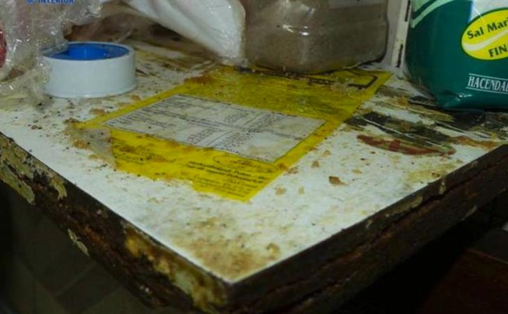 La mesa donde se manipulan los ingredientes estaba impregnada de matarratas