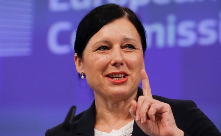 Vera Jourová, comisaria europea de Igualdad, también denunció públicamente haber sido sometida a abusos sexuales