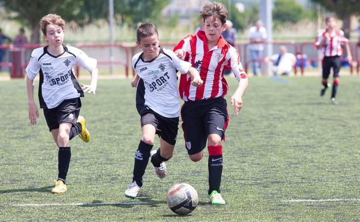 El club vasco continúa en silencio ante esta expulsión de los niños del Comullas y el Berceo