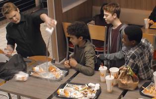 Un experimento muestra cómo reaccionamos ante un caso de bullying y nos deja en mal lugar