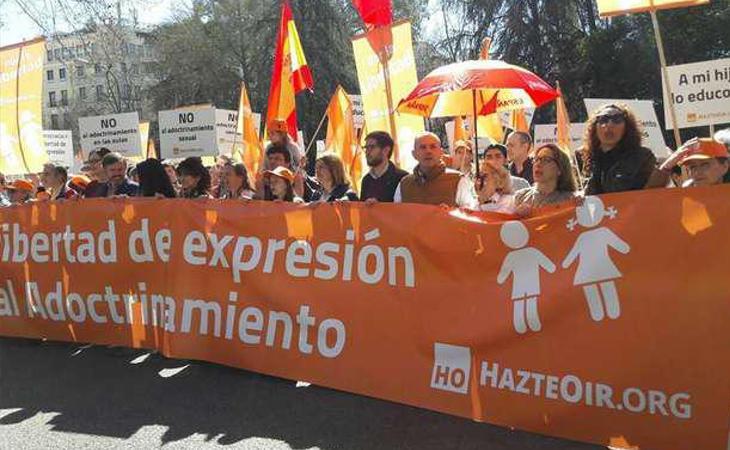 Banderas rojigualdas en manifestaciones de Hazte Oír