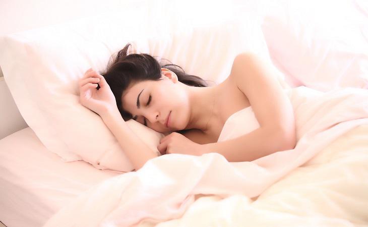 Ajustar paulatinamente la hora de dormir puede prevenir el insomnio