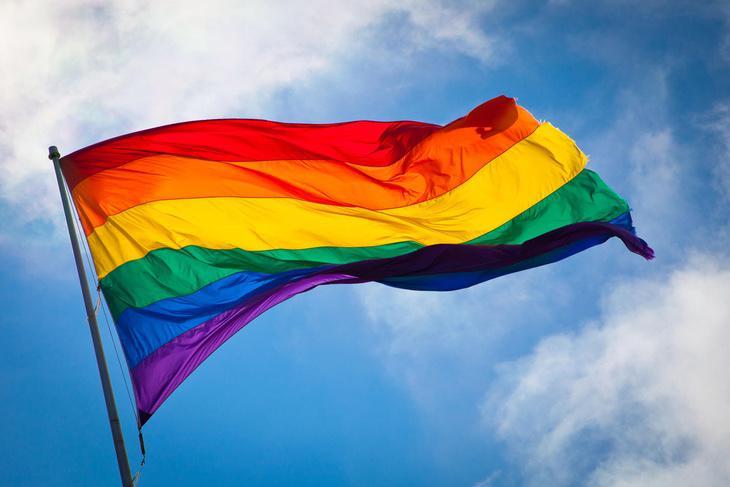 Se niega a aceptar que la transexualidad sea algo natural, así que lo atribuye a fenómenos como la polución