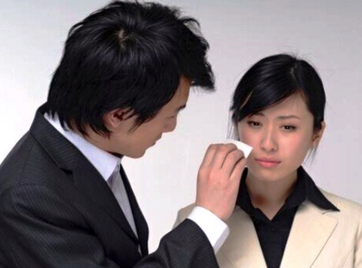Sentirse solo ya no es una opción en Japón, ahora puedes alquilar un hombre que te suba el ánimo
