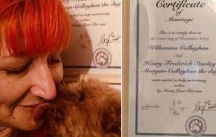 Dejó su trabajo en un depósito de cadáveres para casarse con su perro: cumplen ocho años