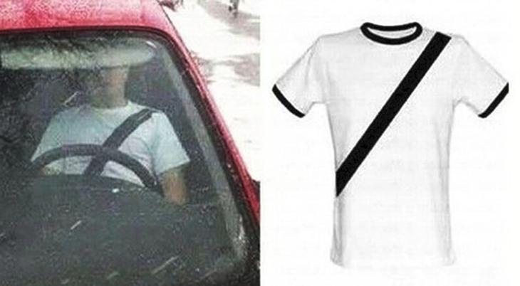 A pesar de las peticiones de que cese la venta de esta camiseta, todavía es posible adquirirla por internet