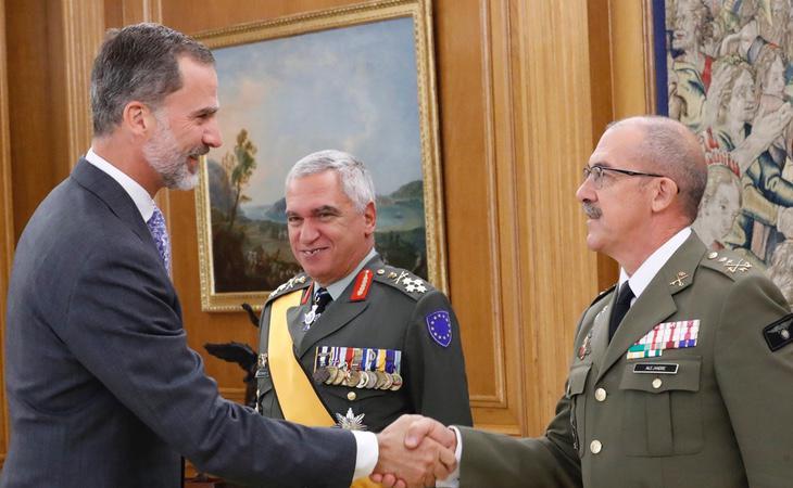 El líder de las Fuerzas Armadas reafirma su lealtad con el rey y la Constitución