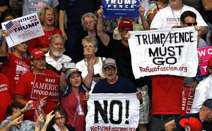 Manifestantes contrarios a Donald Trump
