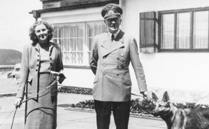 Adolf Hitler junto a su esposa, Eva Braun