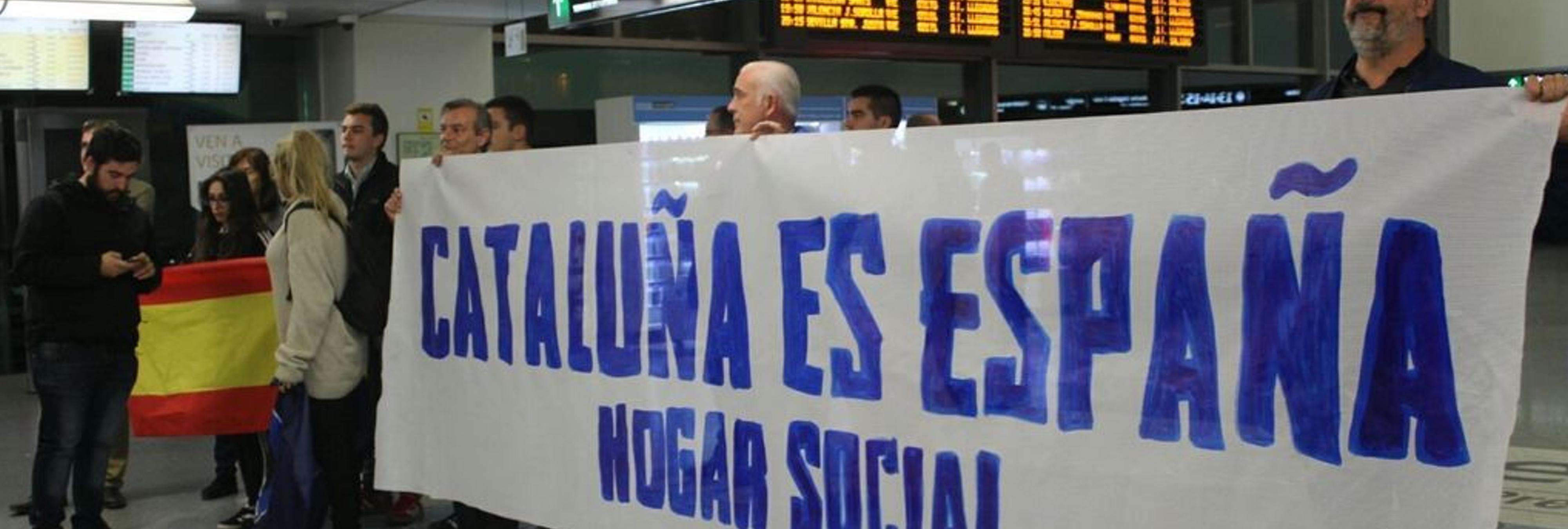 Dimite el portavoz sindical de la Policía de Madrid que insultó a miembros del Parlament en una concentración neonazi