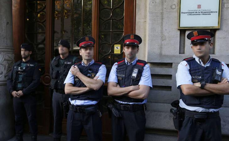 La Guardia Civil durante su registro a las sedes de la Generalitat el pasado 20 de septiembre