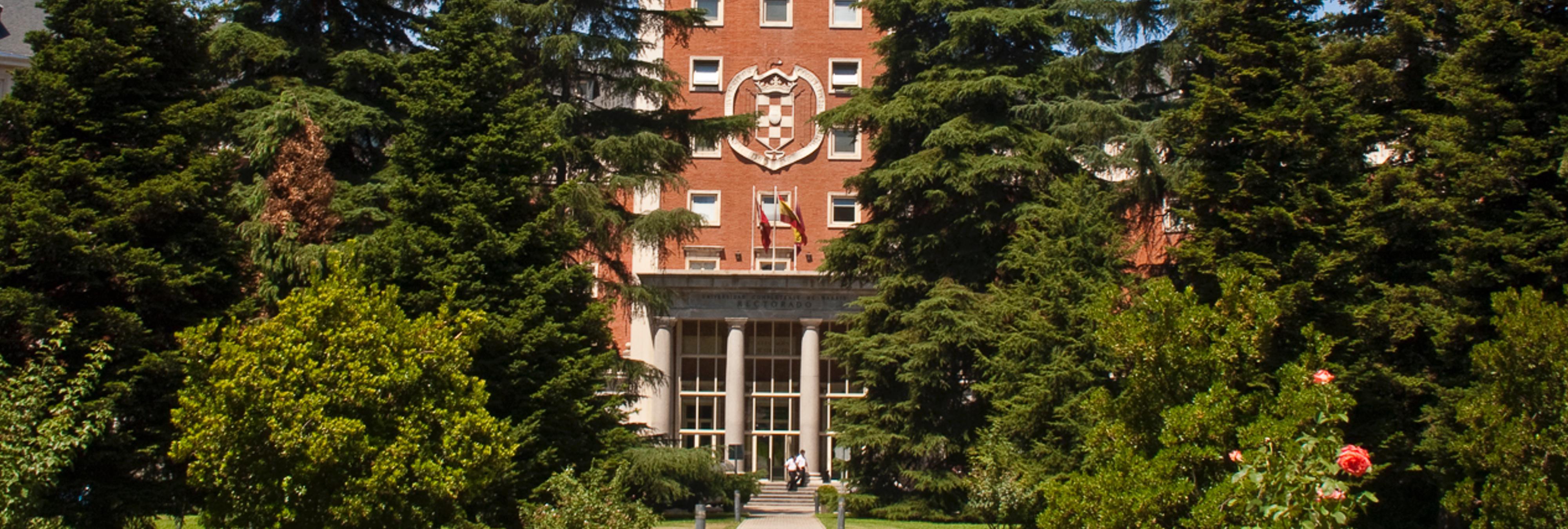 Suspenden 14 meses de empleo y sueldo al profesor de la UCM acusado de acosar a alumnas