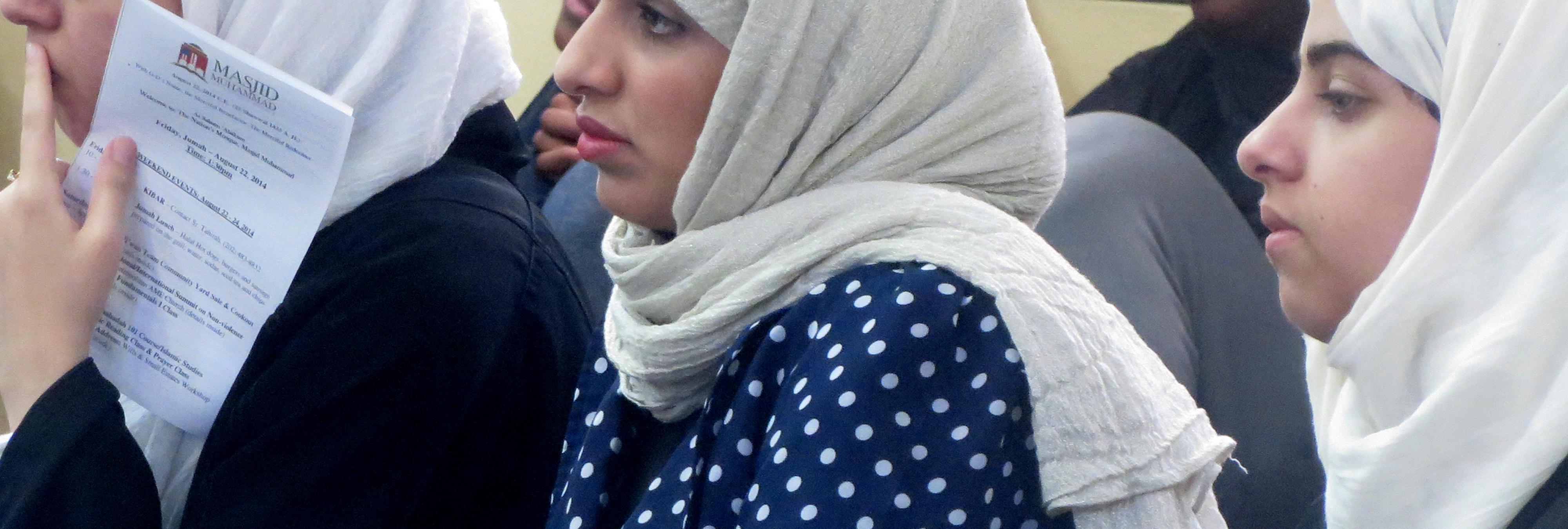 Prohiben a una alumna examinarse con hiyab y toda su clase se pone el velo para protestar