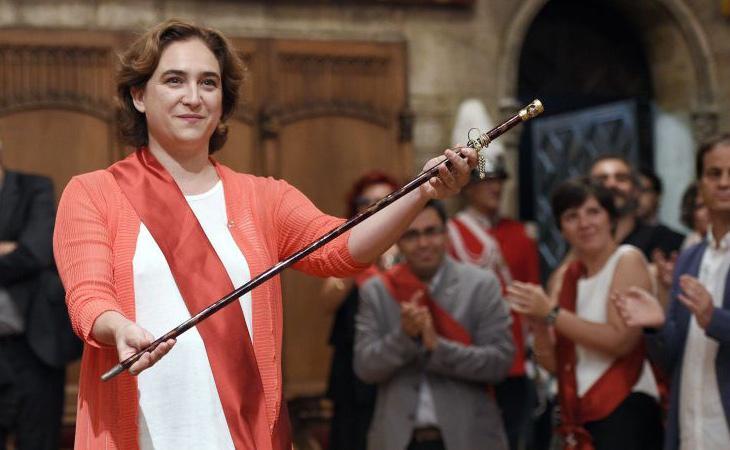 Ada Colau logró el bastón de mando de Barcelona en 2015 gracias al apoyo del PSC