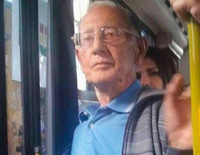 Se masturba en un autobús y eyacula en el brazo de una pasajera