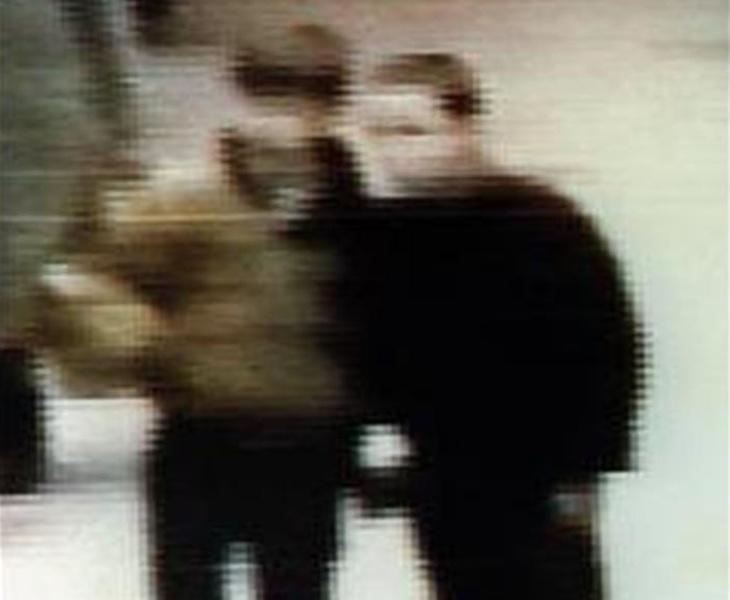Los autores del crimen buscaron a su víctima por todo el centro comercial