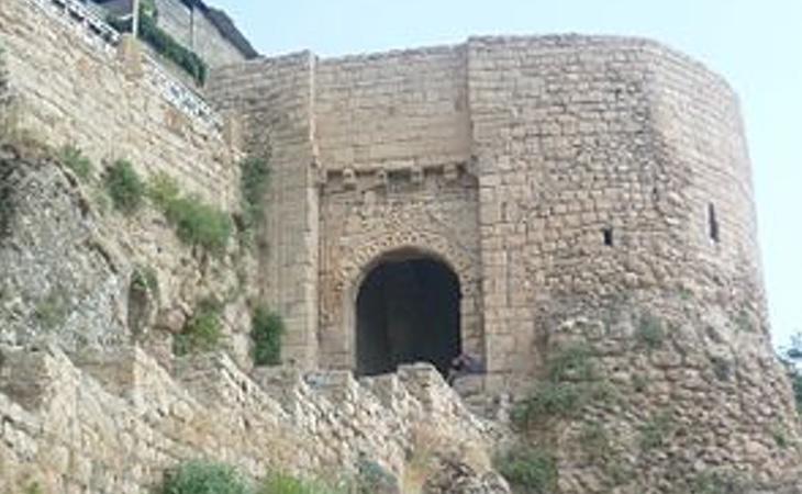 La puerta de origen asirio es el único acceso a la ciudadela