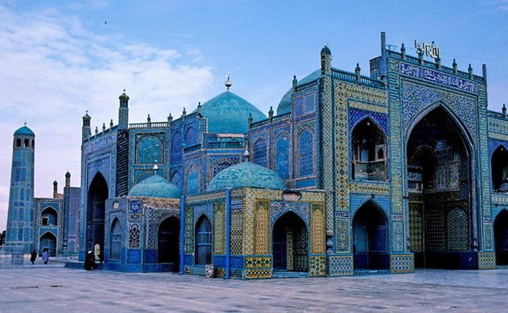 Los afganos llegan a poner en peligro su vida para visitar esta ciudad espiritual