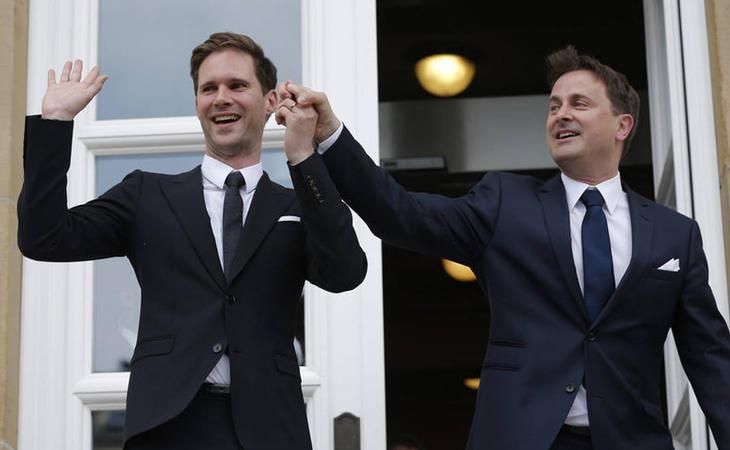 El primer ministro de Luxemburgo, Xavier Bettel, fue pionero en Europa en contraer matrimonio con una persona del mismo sexo tras la entrada en vigor de la ley en su país en 2015