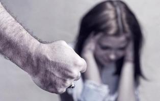 Uno de cada cuatro jóvenes españoles justifica la violencia machista