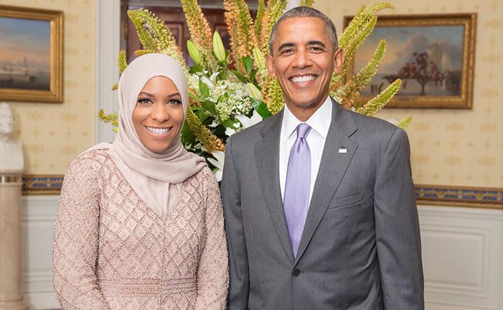 Ibtihaj Muhammad junto al expresidente estadounidense Barack Obama