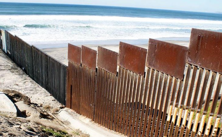La iniciativa pretende ralentizar en la medida de lo posible la construcción del muro de Trump