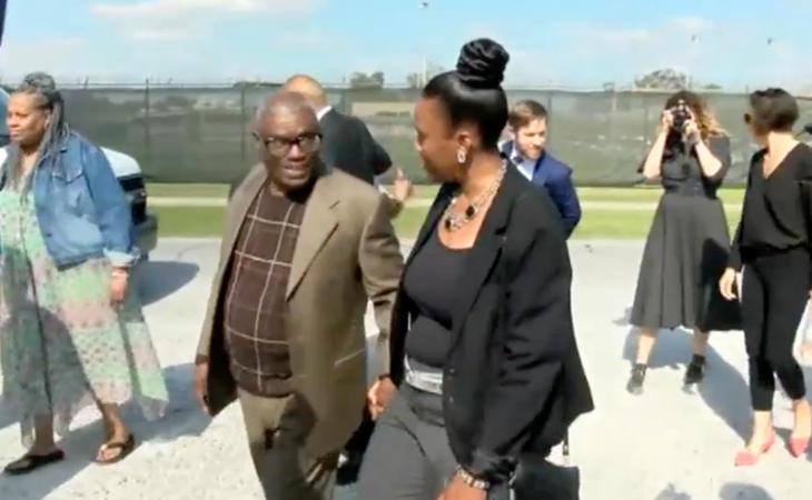 Wilbert Jones tras salir de la cárcel bajo fianza de 2.000 dólares