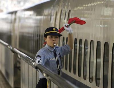 Una empresa ferroviaria de Japón pide perdón porque un tren salió 20 segundos antes