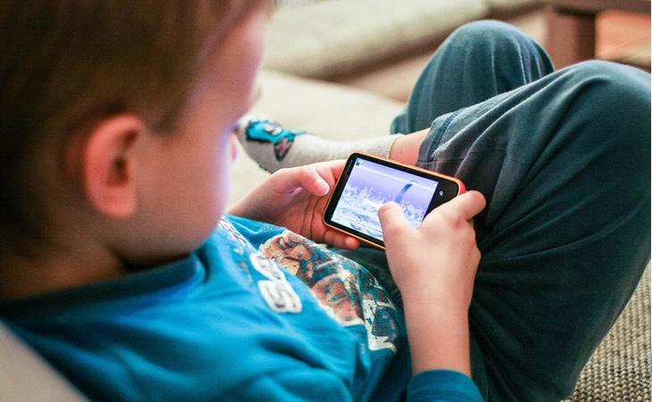 Los pequeños deben comprender el gasto que supone un nuevo teléfono