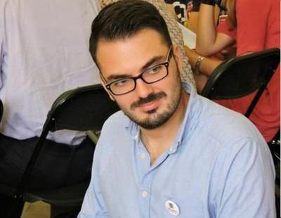 Un dirigente de Podemos Cataluña celebra con un 'brindis' la muerte de Maza
