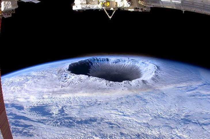 Según la teoría de la 'Tierra Interna', el Gobierno modifica las imágenes por satélite para que no apreciemos la entrada al interior del planeta