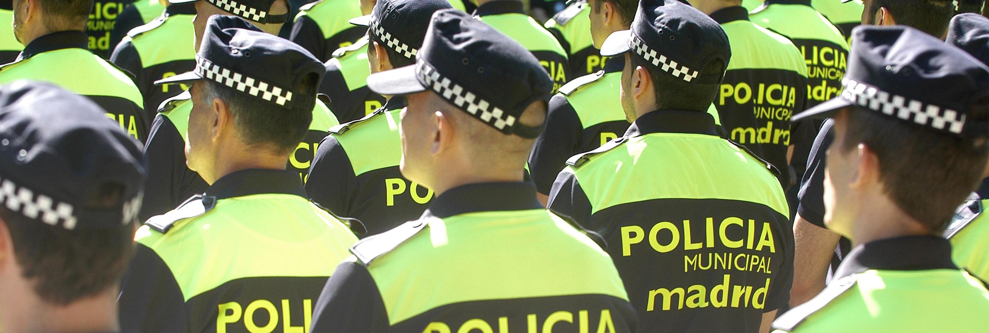 """Investigan los insultos de policías municipales a Carmena: """"que muera la zorra vieja ya"""""""
