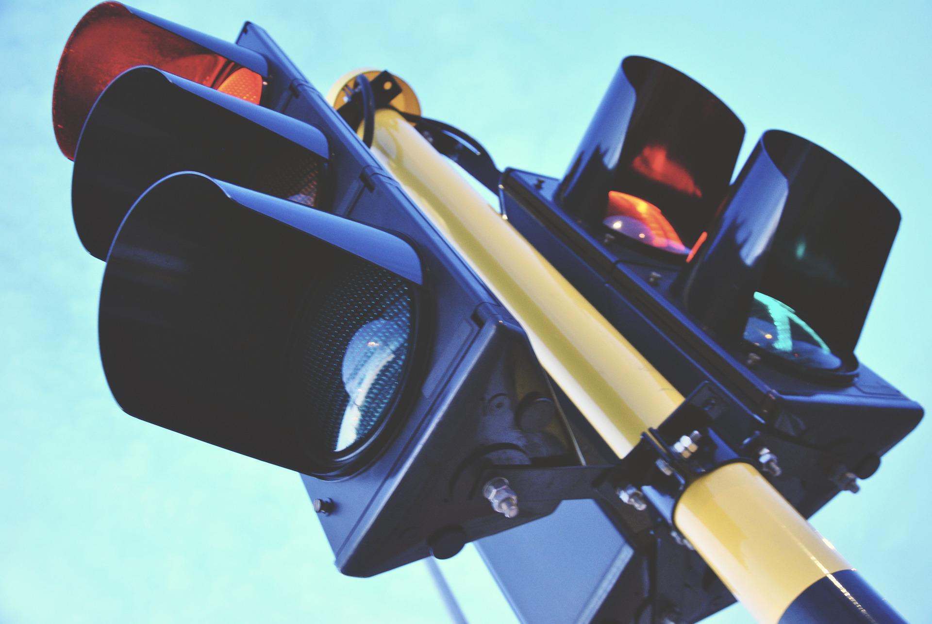 El primer semáforo se instaló en Londres en 1868