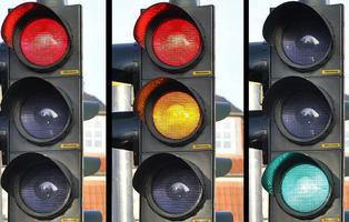 Este es el motivo por el que los semáforos usan luces verdes y rojas