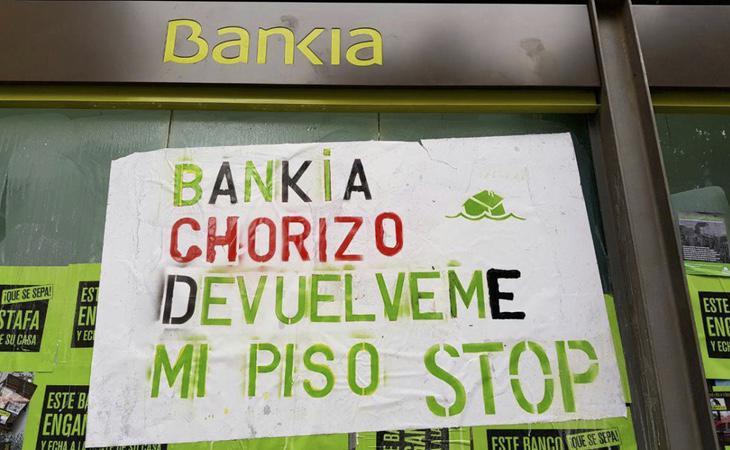 Miles de familias se han visto obligadas a abandonar su hogar y, además, mantener la deuda con el banco