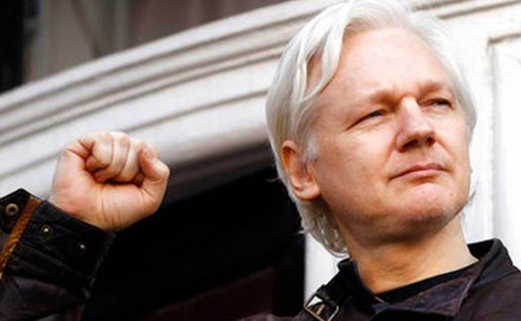 Aunque no tiene intención de dejar de prestarle asilo político, Ecuador ha pedido a Assange que se modere