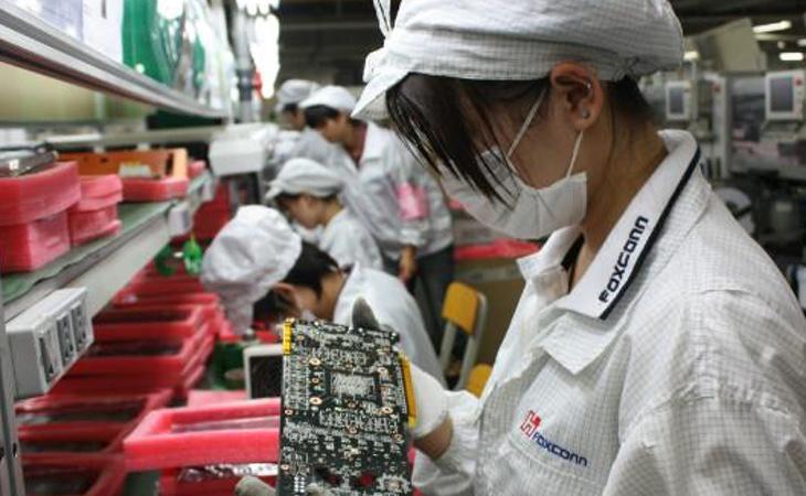 Foxconn acostumbra a contratar estudiantes durante la temporada alta de producción con la complicidad de las autoridades chinas